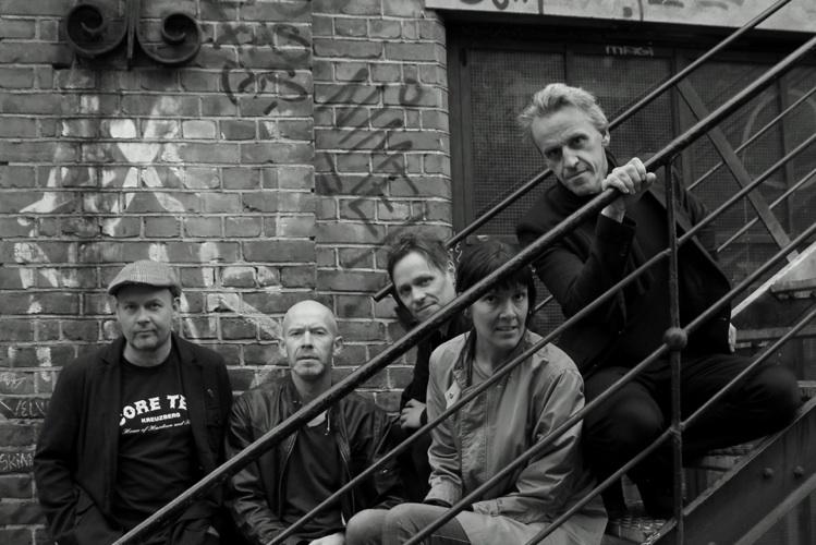 CASTRO the band, fra venstre til høyre: Jens-Petter Wiig; Morten Skjørholm; Karl-Martin Hoddevik; Katja Benneche Osvold; Viggo Mastad